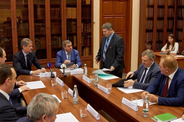 Министр сельского хозяйства РФ провел совещание в Институте цитологии и генетики