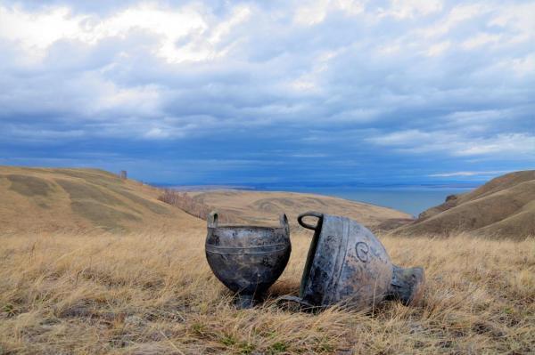 Десятки котлов с предметами железного века были найдены за последние десятилетия