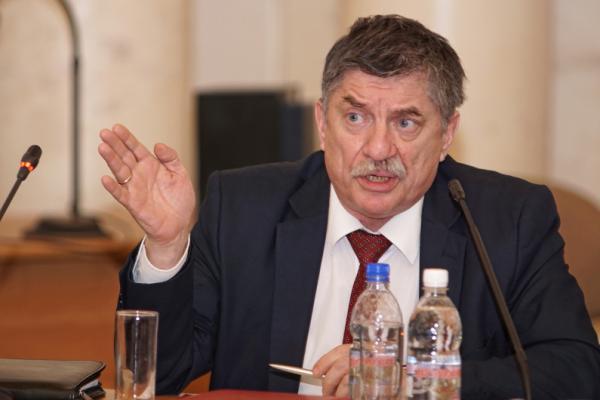 В какой стадии готовности находится Программа фундаментальных научных исследований, рассказывает зам. президента РАН Владимир Иванов