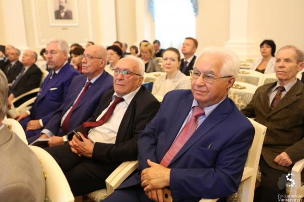 Кто виноват в том, что российским академикам в среднем за семьдесят