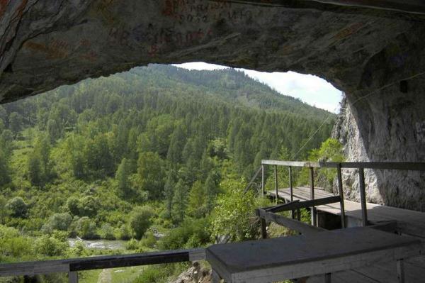 Раскопки в Денисовой пещере вот уже 10 лет генерируют новые научные данные
