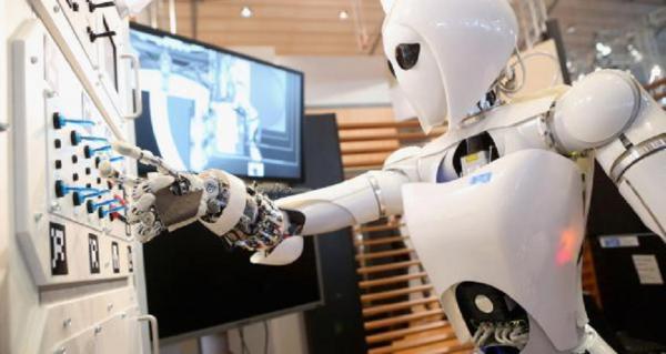Специалисты в области информационных технологий предрекают реальное вытеснение человеческого труда из многих сфер деятельности