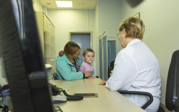 Центр Мешалкина начал проводить лучевую терапию детям