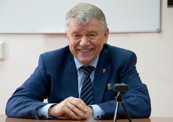 Новый председатель СО РАН академик Валентин Николаевич Пармон рассказал жителям научного центра о вероятных переменах