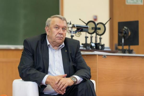 В июне 2013 г. недавно избранный президент Российской академии наук Владимир Фортов получил правительственное письмо с проектом закона о реформировании РАН