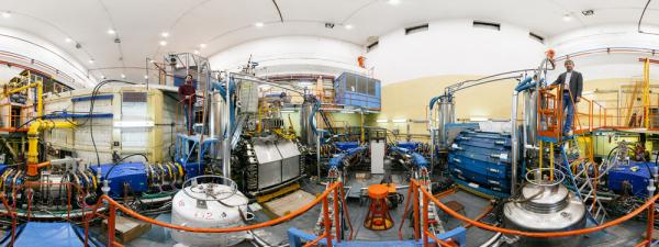 РНФ запустил виртуальные экскурсии по легендарному новосибирскому Институту ядерной физики СО РАН