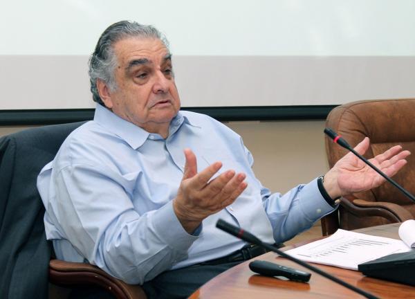 Какие  вопросы обсуждались на диспуте «Кризис — время поисков нового», прошедшем в Институте экономики и организации промышленного производства СО РАН