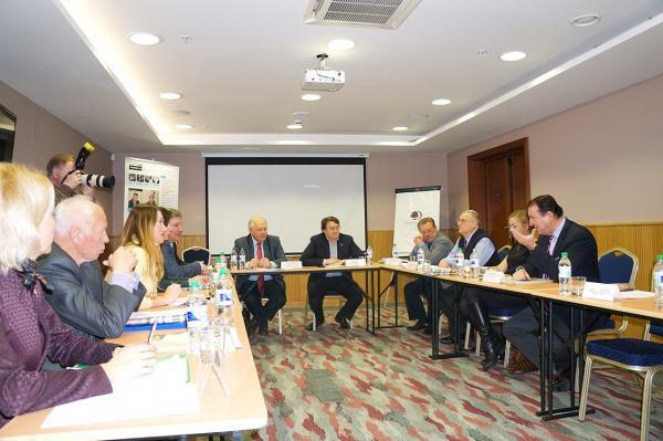«Локомотивы» и «драйверы» для экономики Новосибирска искали участники круглого стола. Подробности – в нашем репортаже