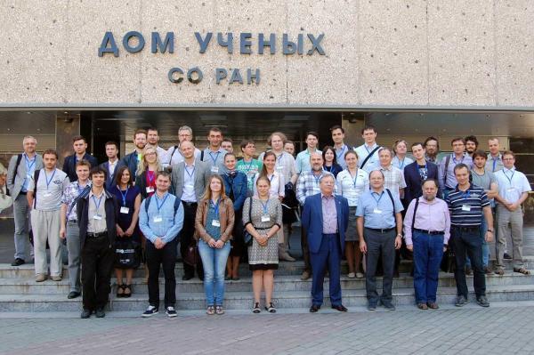 Ведущие специалисты мирового уровня обсудили результаты исследований в области волоконных лазеров и их применений в оптической связи, сенсорных системах, биомедицине, обработке и фотомодификации материалов