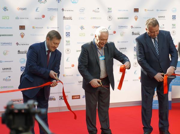 6 апреля в МВК «Новосибирск экспоцентр» прошло торжественное открытие Сибирского форума индустрии информационных систем «СИИС-2016»