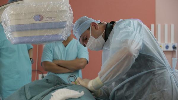 Инновационный инструмент используется для точного рассечения тканей и контроля кровотечения при проведении операции
