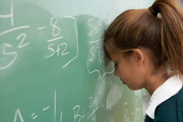 Эксперты пытаются понять причины упадка школы, большого процента неуспешных детей, низких рейтингов российского образования