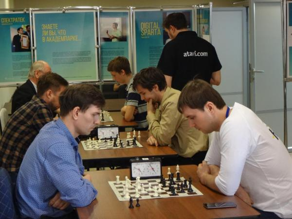 В Академпарке стартовал шахматный турнир ИТ-специалистов «ИТ-король»