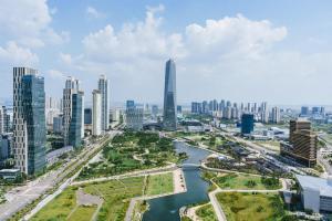 Сонгдо построили с нуля, по инициативе компании Daewoo, и строительство города, начиная с планировки и до сдачи готовых объектов «под ключ» шло с использованием «умных технологий».