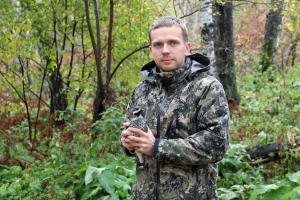 Директор Новосибирского зоопарка имени Р.А.Шило Андрей Шило на выпуске рябчиков в Академгородке