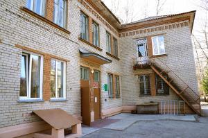 Это неброское двухэтажное здание стало «вторым домом» для многих ребятишек Академгородка