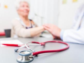 Ученые изучают вклад генетических факторов в болезни пожилых людей