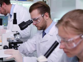 Время идет, но проблемы с зарплатой ученых не решаются