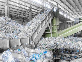Как крупные компании вводят общественность в заблуждение по поводу переработки синтетических отходов